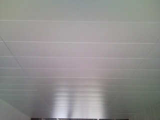 AGEBAT réalise la pose de faux plafonds