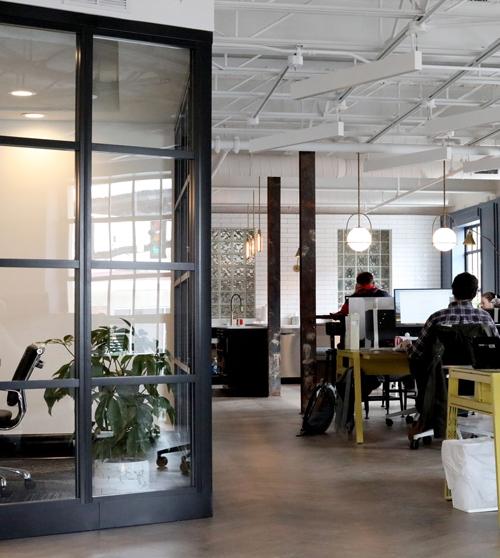 bureau avec cloisons vitrées