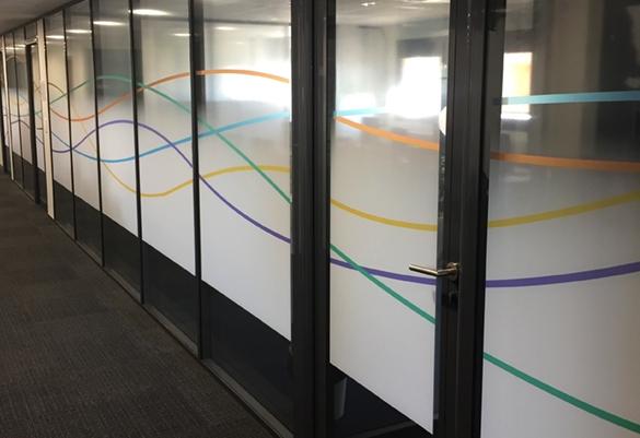 grands chemins de couleurs dynamiques en vitrauphanie