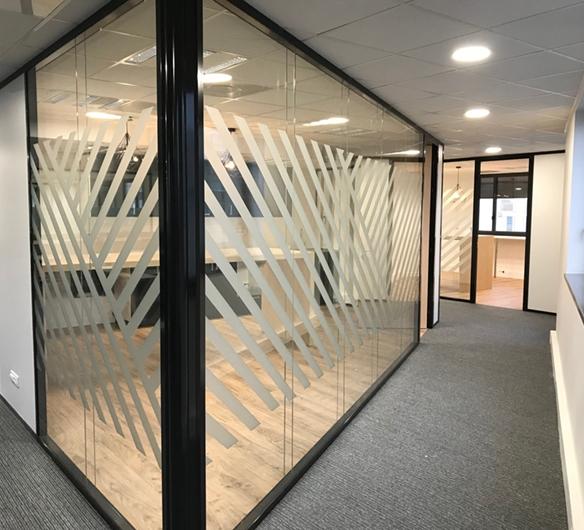 bureaux vitrés avec vitrophanie originale